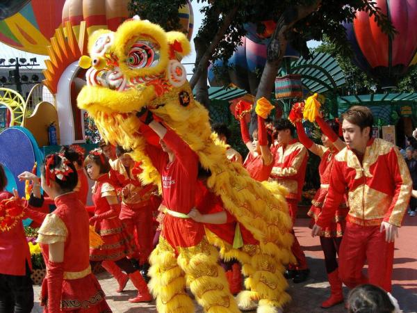 13. 每個盛典都有舞獅表演 (圖片來源: globalpost)