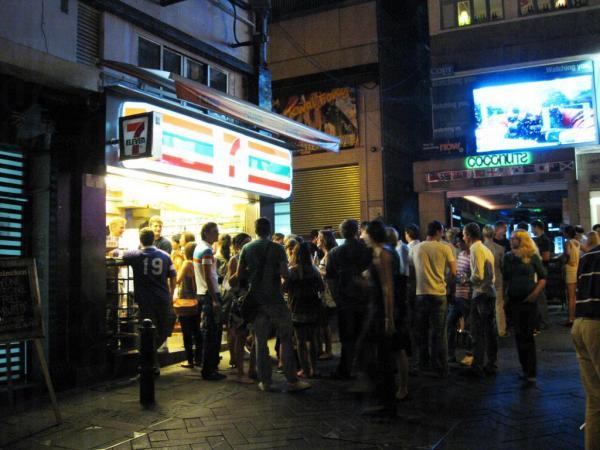 17. 你可以在街上飲酒 (圖片來源: globalpost)