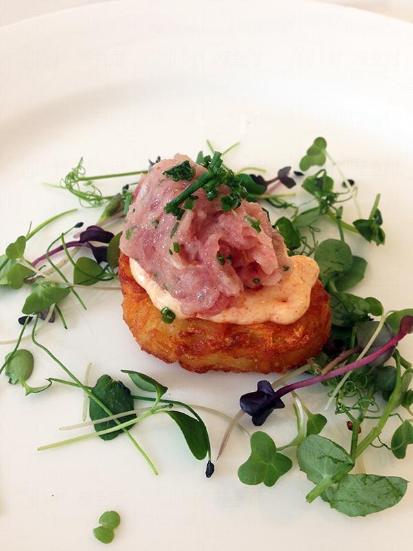 餐廳 Foresry主打多國菜,推介「鮮拖羅脆薯餅」。