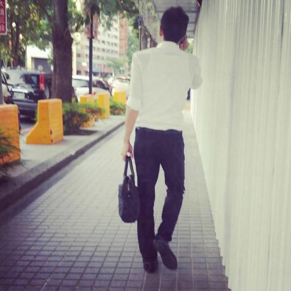 台灣近日網上瘋傳的男神背影圖,不少女生只看背面已經有戀愛感覺