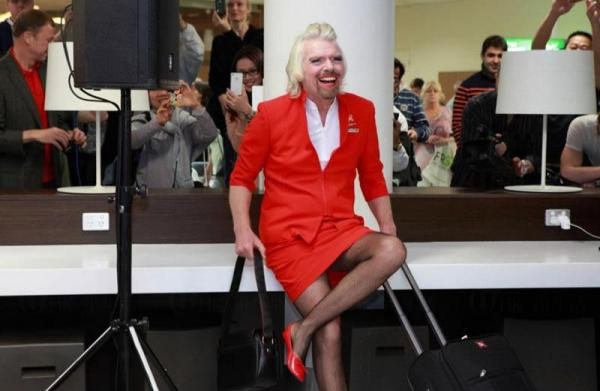 維珍老闆布蘭森(Richard Branson) 扮空姐