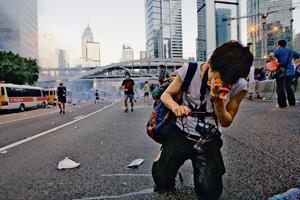 示威者中招不斷咳嗽流鼻涕,更曾有人呼吸困難,需前往醫療站治療。