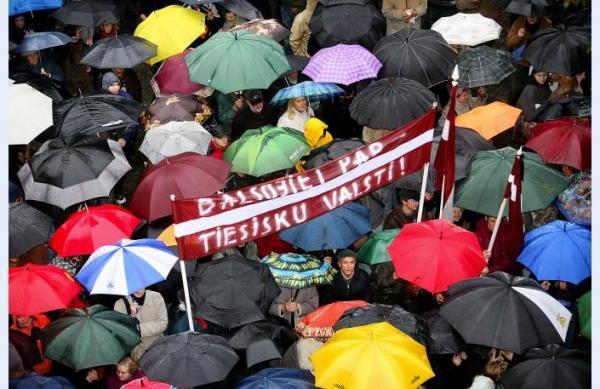 拉脫維亞(Latvia)也發生了一場類似的「雨傘革命」。