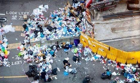 自發清理街道、回收垃圾。
