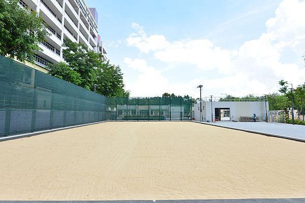 天水圍的天業路人造沙灘球場10月8日投入服務。(政府新聞處相片)
