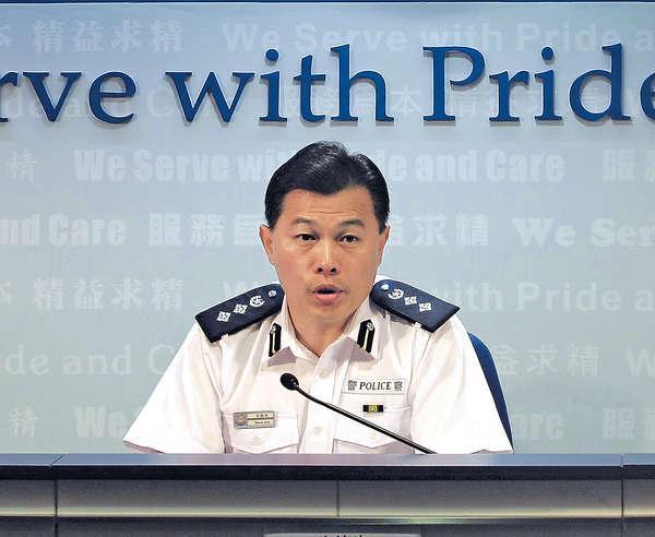 警察公共關係科總警司許鎮德(許Sir)幾乎每日在電視上出現,市民對他回應傳媒彬彬有禮產生好感。(資料圖片)