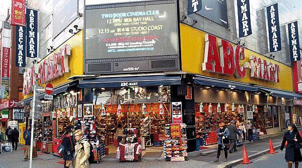 ABC Mart – 與香港的「Marathon馬拉松」相似,但有不少店舖限定款式。