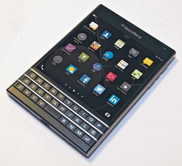 BlackBerry Passport拋棄傳統手機熒幕比例,採用4.5吋,初次使用時,正方形機身可能令用家需時習慣。