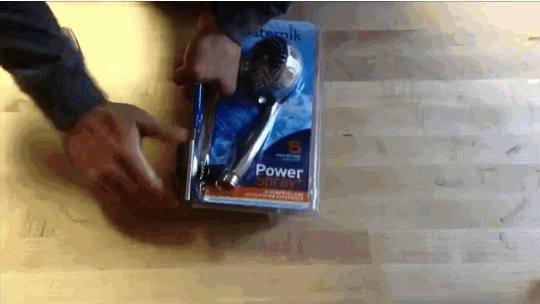 6. 用罐頭刀開超硬的塑膠包裝