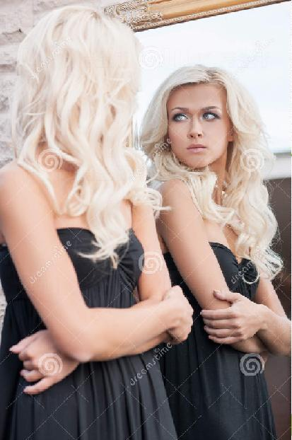19.望著鏡子,想著花樣年華的日子要過去了嗎?
