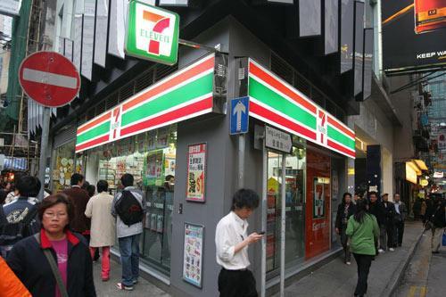 日本遊客來到香港7-11必買的10款手信。(網上圖片)