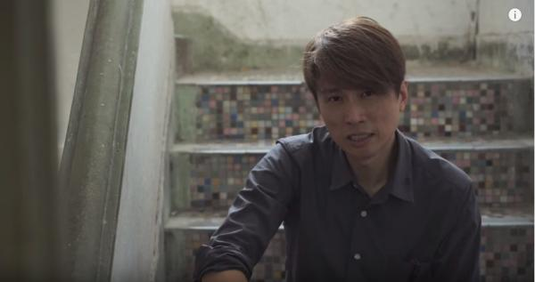 男神子華行9層樓梯探獨居婆婆,拍片撐慈善,獲網友激讚!