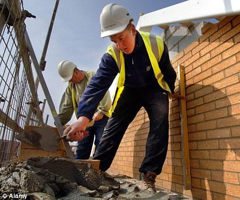 外國研究指7、8月出生朋友多做地盤工作。(圖: DailyMail)