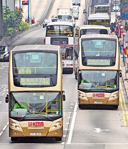 剪指甲、腳頂椅背...11種坐巴士乞人憎行為,全中我心聲 (圖: 香港經濟日報)