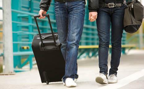中產男同學請去旅行,有男友的妳去不去?網友意見一面倒