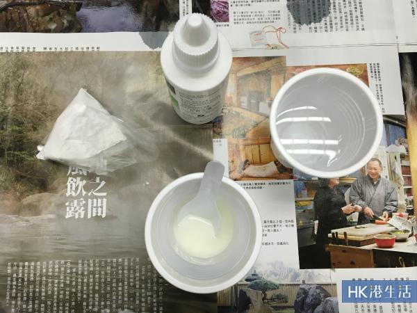 梳打粉 + 水 + 雙氧水混合後狀態