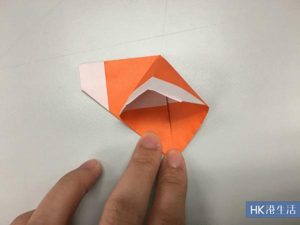 把紙色一邊打開
