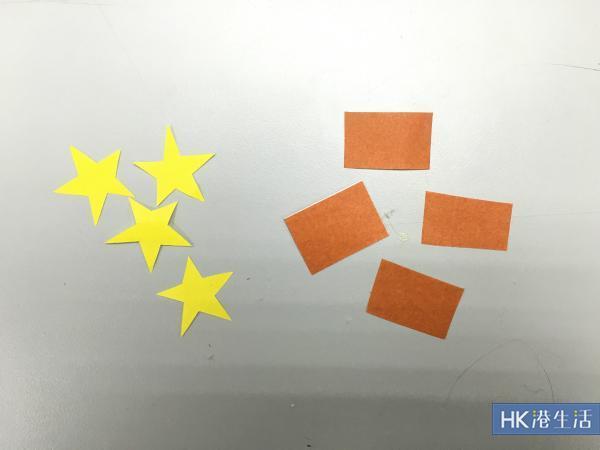 把顏色紙剪成樹木及星星