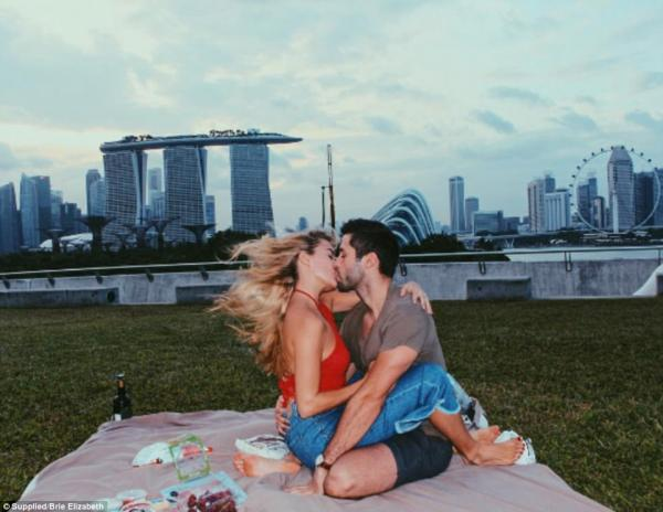 16歲暗戀中學師兄唔敢表白 fb重逢網戀10年正式見面訂婚!