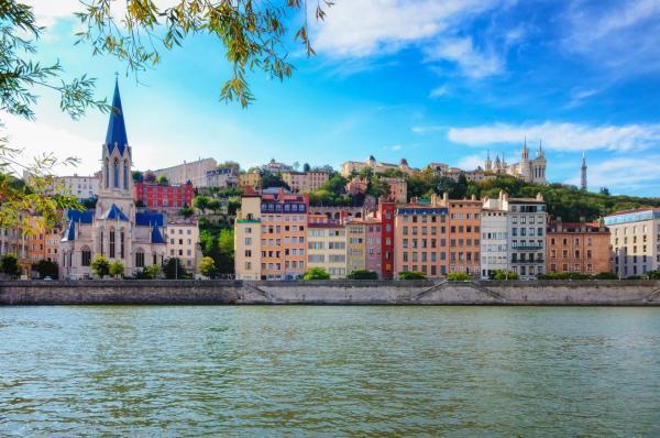 香港/法國工作假期計劃名額 增加至750個