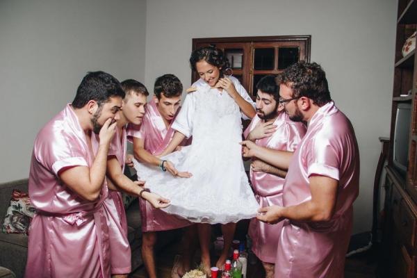 無女仔朋友唔緊要!工程系女生結婚 找來一班好兄弟當伴娘