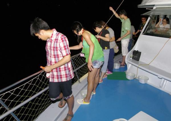 暑假3大抵玩釣墨魚套餐!$199包船P+即燒海鮮