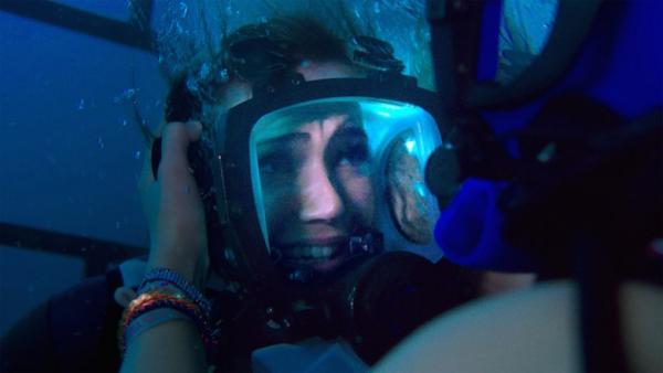 全水底拍攝《鯊海47米》美女賞鯊魚斷籠墮47米深海