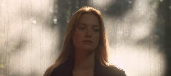 《觸不到的愛戀》一出生就「透明」 隱形人與失明女孩的愛情