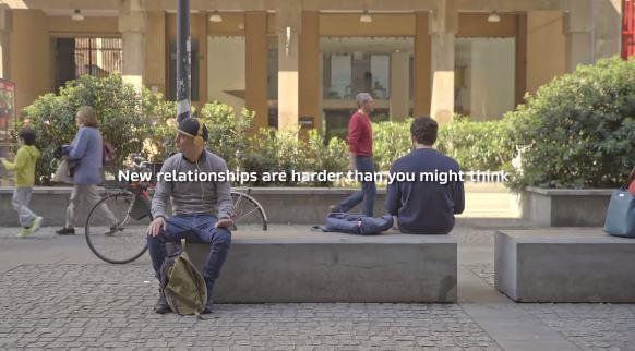 跟陌生人說話不容易?神奇長椅打破人與人之間的隔膜