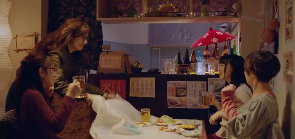 日本廣告一鏡到底 一次過完成4次高難度拉枱布