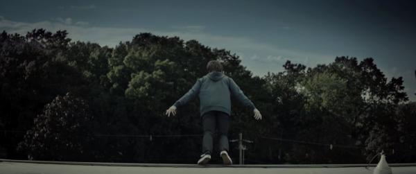 改編經典恐怖都市傳說  新戲《Slender Man》預告氣氛超詭異