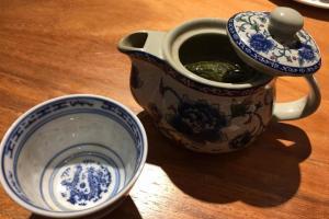 不妨可配上一壺綠茶解膩。