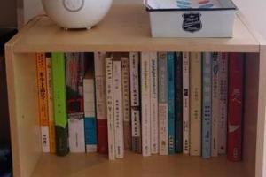 店內有不同書籍供客人借閱