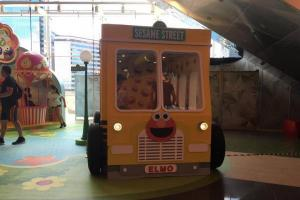 巨型Elmo打卡 影盡芝麻街遊樂園