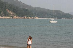 浪漫的沙灘美景,使外國人也情不自禁。