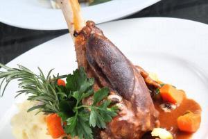 主菜羊小腿味道頗重,不過羶味不大,如不抗拒吃羊的大可一試。