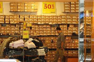 Outlet 內很多貨品價錢都低至半價。