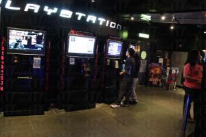 PlayStation Gateway 的遊戲很新,沒人等候的話,大可多玩一會。(陸嘉鈴攝)