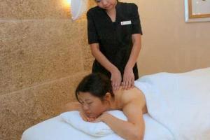 「泉」水療中心的師傅替妳細心護理股膚,一定疲勞全消。(陸嘉鈴攝)