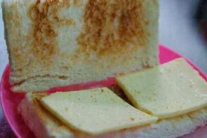 若你點了奶油多士,記得託伙計將麵包烘底。