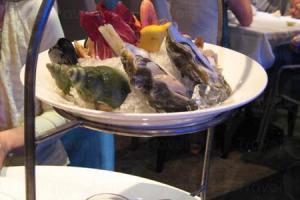 海鮮大燴,冷冷然是海鮮的質感,清甜入口,喚然一新。