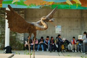公園最近為常到訪的候鳥打造雕塑,頗有氣勢。( 孫靜雯攝 )