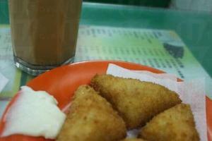 招牌蝦多士,一碟 4 件,送咖啡或茶。($25)(陸嘉鈴攝)