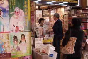 戲院附設的影音總匯,售賣各種文藝影片、唱片等,當中不少更是市面難尋的貨品,吸引不少戲迷到此尋寶。