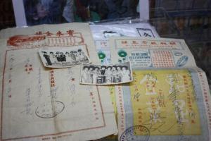 舊時的手寫帳單,不單止為時代留下了見證,更是生活的一部分。(關璇攝)