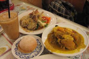 餐桌上無分你我-芝士香草羊架、忌廉雜菌湯,東方代表印度的海鮮咖喱、港式奶茶。