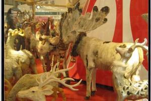 場內不同的小鹿擺設。