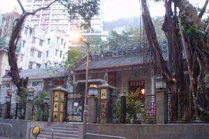 北帝廟位置較隔涉,處於石水渠街與隆安街的交界處。