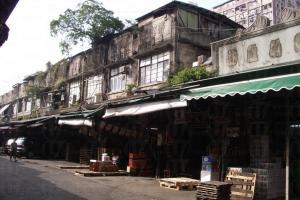 果欄以多幢兩層高的石建築組成,至今尚可見到不少具戰前特色的裝潢。