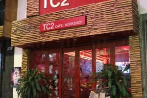 TC2 的門口在砵蘭街的店舖群中別具一格。(關璇攝)